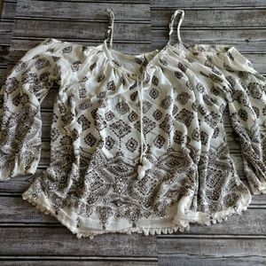 Tops - Off the shoulder boho top size large (D234)